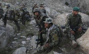 """Envisagé par Paris après la mort de quatre soldats vendredi, le retrait des troupes françaises du """"piège"""" afghan avant l'échéance de 2014 est inéluctable, estiment samedi les éditorialistes de la presse régionale."""