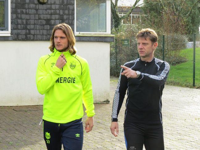 Ce mardi matin, le milieu de terrain belge Guillaume Gillet s'apprête à aller courir avec le médecin du FCN Marc Dauty.