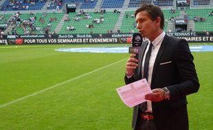 Le journaliste de BeIn Sport Xavier Domergue avant la rencontre Rennes-Lyon (samedi 11 août 2012).
