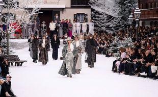 La dernière collection de Karl Lagerfeld a été présentée dans une station de ski au Grand palais.