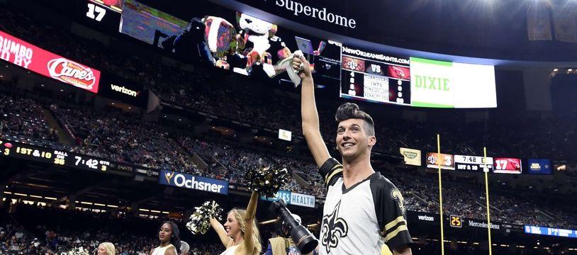 Jesse Hernandez, premier cheerleader dans l'histoire de la Ligue de football américain.
