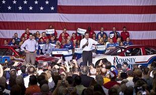 """Le candidat républicain à la présidentielle américaine Mitt Romney et son colistier Paul Ryan ont voulu donner un nouvel élan à leur campagne dimanche en Caroline du Nord (sud-est), promettant """"le grand retour"""" des Etats-Unis s'ils étaient élus le 6 novembre."""