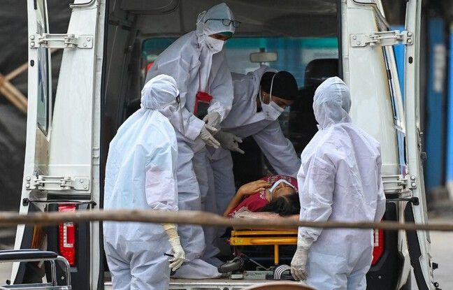 648x415 soignants accueillent malade covid 19 hopital mumbai 22 avril 2021