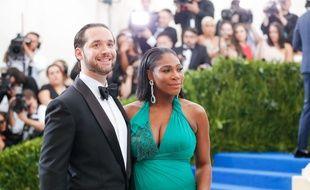 La joueuse de tennis Serena Williams et son fiancé, le cofondateur de Reddit, Alexis Ohanian, à New York, le 5 mai 2017.