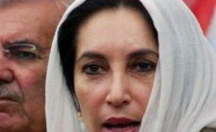 """L'ex-figure de l'opposition pakistanaise Benazir Bhutto allait """"prouver"""" publiquement que le camp du président Pervez Musharraf allait """"truquer"""" les prochaines législatives pour se maintenir au pouvoir, avant qu'elle ne soit assassinée jeudi, a assuré mardi son parti."""