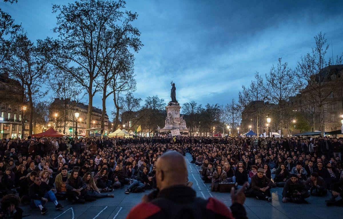 Nuit debout, place de la République, à Paris, le 20 avril 2016. – PHILIPPE LOPEZ / AFP