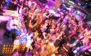 Illustration d'une soirée en club.