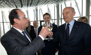 François Hollande est venu inaugurer la Cité du vin à Bordeaux le mardi 31 mai à Bordeaux. / AFP PHOTO / POOL / MEHDI FEDOUACH