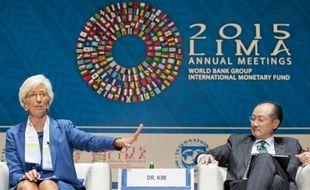 La directrice du FMI, Christine Lagarde et le président de la Banque Mondiale, Jim Yong Kim, le 7 octobre 2015 à Lima, au Pérou