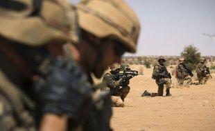Trois mois après le début de son intervention militaire, le 11 janvier, la France a retiré cette semaine ses premières troupes du Mali, mais contrairement à ce que Paris espérait, son armée semble engagée pour longtemps dans le pays.