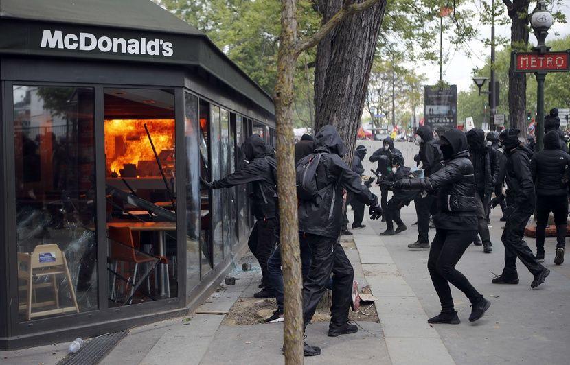 """Résultat de recherche d'images pour """"photo casseurs 1er mai 2018"""""""