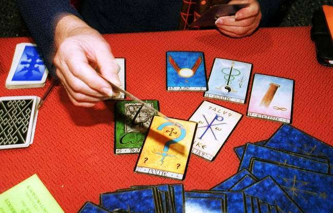 Un jeu de tarot divinatoire.