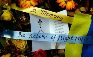 Une gerbe de fleurs en hommage aux morts du crash de la Malaysia Airlines en Ukraine le 19 juillet 2014