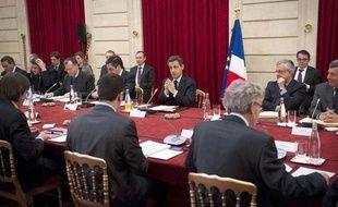 Nicolas Sarkozy et les participants au commet social le 18 janvier 2012.