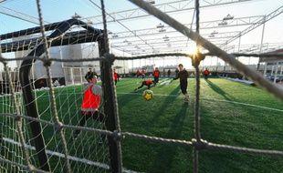 Un terrain de football synthétique