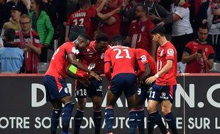 Les Lillois fêtent leur maintien en Ligue 1 AFP PHOTO / DENIS CHARLET
