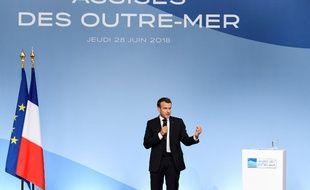 Emmanuel Macron était devant les élus ultras-marins, jeudi, à l'Elysée.
