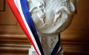 Un buste de Marianne décoré d'une écharpe tricolore (image d'illustration).
