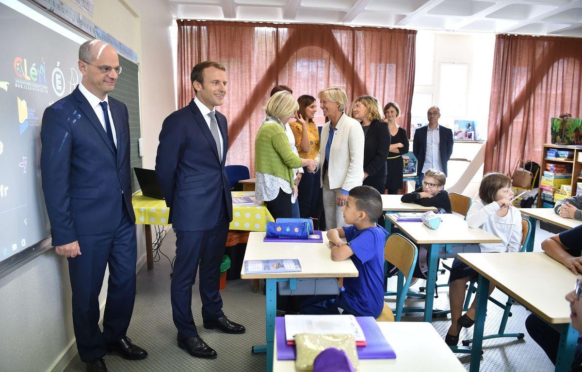 Emmanuel Macron et Jean-Michel Blanquer à Forbach, dans une classe de REP+ avec un CP à 12 élèves, le 4 septembre 2017.Credit:LIEWIG-POOL/SIPA. – SIPA