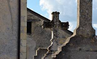 Cimetière dans un village de France (illustration).