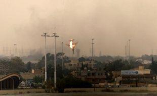 Un avion de chasse abattu au-dessus de Benghazi, en Libye, le 19 mars 2011.