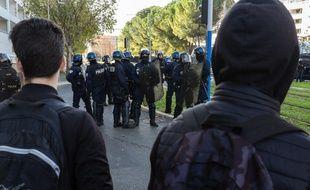 Dans le cadre de la contestation des Gilets jaunes, des face à face ont opposé des lycéens et des policiers àMontpellier, donnant lieu à six interpellations en deux jours. Crédit:Xavier Malafosse/SIPA.