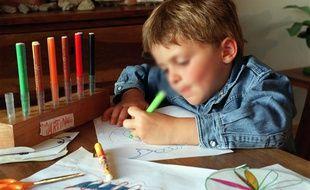 Illustration d'un enfant gaucher.
