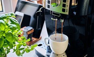 Les machines à café automatiques avec broyeur intégré sont plus écologiques que les modèles à capsules.