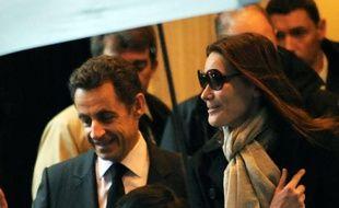 Nicolas Sarkozy et son épouse, Carla Bruni-Sarkozy, quittent leur hôtel à New York, le 30 mars 2010.