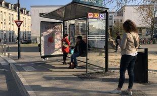Un nouvel abribus JCDecaux place Ricordeau à Nantes.