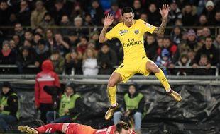 PSG-Strasbourg: Comment on choisit de titulariser un gardien? Oukidja face à Di Maria lors de Strasbourg-PSG en coupe de la Ligue.