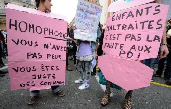 """""""Lesbienne, gay, bi, trans, hétéro: tous et toutes égaux"""": plusieurs milliers de partisans du projet de loi ouvrant le mariage et l'adoption aux couples homosexuels ont défilé samedi dans plusieurs villes de province, à la veille d'une grande manifestation à Paris."""