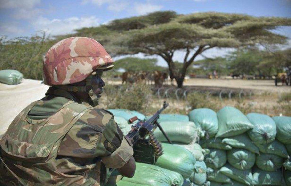 Un soldat garde une base miliaire dans le Lower  Shabelle, le 10 janvier 2013. – REUTERS/Tobin Jones/AU-UN IST PHOTO/Handout