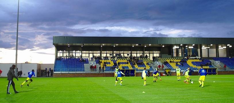 Le tout nouveau stade du Pau FC peut accueillir 1.200 personnes en tribune.