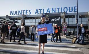 Des manifestants pro-Notre-Dame-des-Landes devant l'aéroport Nantes-Atlantique.