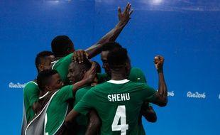 Le Nigeria célèbre un but inscrit contre le Japon le 4 août 2916.