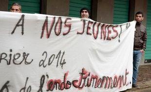 Un collectif d'associations et d'habitants de Strasbourg a organisé samedi un rassemblement contre l'endoctrinement jihadiste, après le départ pour la Syrie d'une douzaine de jeunes de leur quartier, dont deux sont déjà morts.