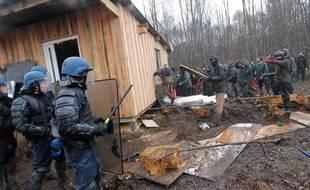 Affrontements entre les manifestants et les forces de l'ordre à Notre-Dame-des-Landes le 23 novembre 2012