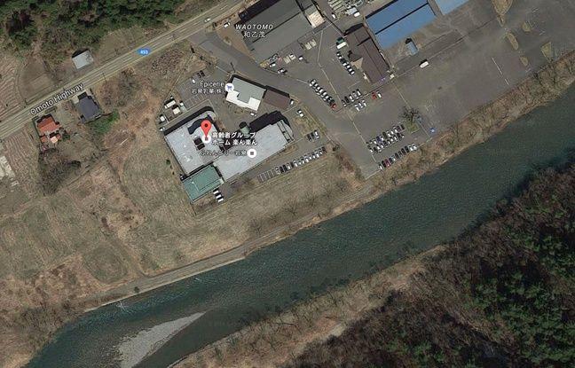 La maison de retraite est située juste au bord de la rivière.