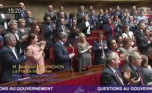 Jean-Luc Mélenchon reçoit une standing ovation à l'Assemblée nationale.