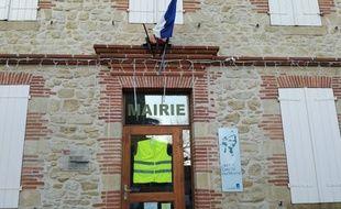 Une petite mairie du Lauragais, près de Toulouse, qui a ouvert un registre.