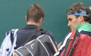 Le Suisse Roger Federer, à sa sortie du court à Monte-Carlo en 8e de finale le 16 avril 2009.