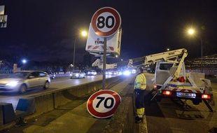 Les panneaux de vitesse maximale ont commencé à être changé le 7 janvier 2014 sur le périphérique parisien.