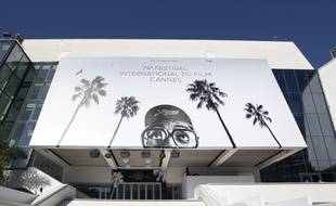 Le Palais des Festivals de Cannes ne s'est pas encore paré le 5 juillet 2021 de son célèbre tapis rouge.