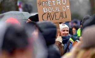 Une manifestante dans le cortège nantais, le 24 janvier 2020.