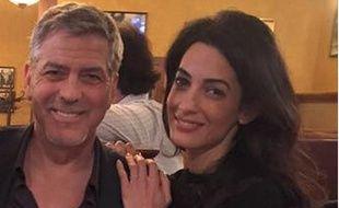 George et Amal Clooney prennent la pose dans le Kentucky