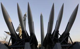Des répliques de différents missiles nord-coréens exposés au Mémorial de la Guerre de Corée, à Séoul.