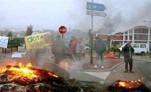 Des pêcheurs bloquent partiellement les accès terrestres au port de Boulogne-sur-Mer, le 14 avril 2009 , pour protester contre la faiblesse des quotas de prises autorisées.