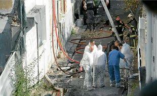 Une fois l'incendie maîtrisé, les corps des six victimes ont été évacués hier en fin de matinée.