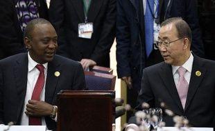 Le président kenyan Uhuru Kenyatta et le secrétaire général de l'Onu Ban Ki-moon lors de la conférence internationale sur les catastrophes naturelles le 14 mars 2014 à Sendai au Japon